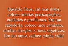 Querido Deus, em tuas mãos, coloco minhas preocupações, cuidados e problemas. Em tua sabedoria, coloco meu caminho, minhas direções e meus objetivos. Em teu amor, coloco minha vida
